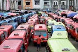 Pemkot Ambon kurangi penumpang Angkot antisipasi COVID - 19