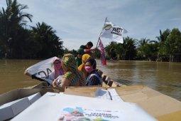 Relawan telusuri sungai salurkan makanan ke desa terisolir  di Aceh