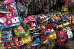 Penjual mainan panen rezeki dalam dua hari Lebaran