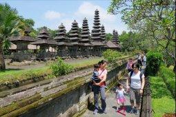 WNA di Bali beraktivitas tanpa gunakan masker