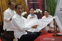 Presiden Jokowi minta penggunaan kendaraan listrik untuk atasi polusi Jakarta