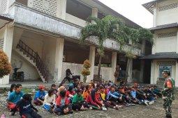 Begini cara prajurit TNI Kodim 0204/DS beri pembekalan wasbang ke siswa