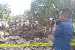 Jalan penghubung 3 desa  diputus untuk evakuasi 4 anak tertimbun