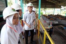 Siswa SMN belajar proses pengolahan kelapa sawit di PTPN IV Kebun Adolina