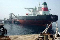 Kapal tanker minyak Iran berlabuh di kilang Venezuela