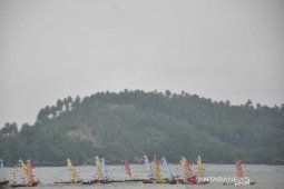 Ratusan kapal nelayan berparade pada  Puncak Sail Nias 2019