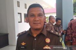 Buronan pencurian menyerahkan diri ke kantor  jaksa