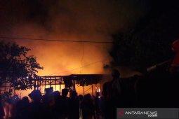 Video - Detik-detik si Jago Merah lalap dua rumah warga