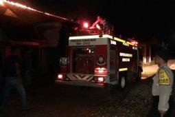 BPBD Aceh Tamiang: Tiga mobil damkar padamkan api yang hanguskan 2 rumah