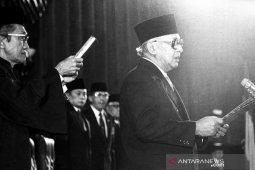 Dari Pemimpin Besar Revolusi hingga Bapak Pembangunan