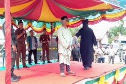 Lima terpidana judi di Nagan Raya dicambuk