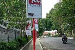 Achmad Fahmi telusuri pemasangan tiang reklame di tengah trotoar Kota Sukabumi