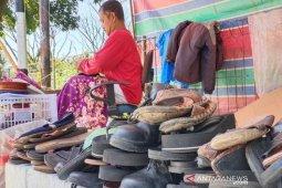 Rezeki Syahril di sepatu rusak