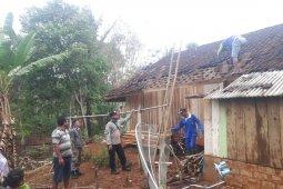 Puting beliung rusak belasan rumah di Sukabumi