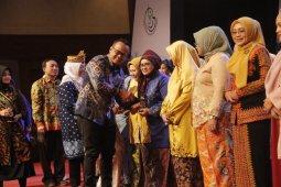 Rahima dianugerahi penghargaan kampanye makan ikan dari Menteri KP