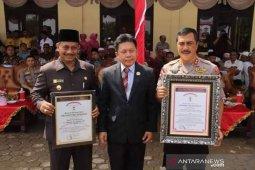 Kapoldasu dan Bupati Palas dapat penghargaan dari Lemkapi