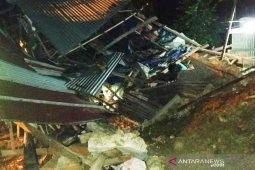 Satu unit rumah warga di Lhokseumawe ambruk kena tanah longsor