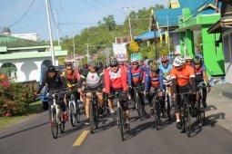 Kapolda Malut dan Danrem 152 bersepeda pantau situasi kamtibmas di Tidore Kepulauan