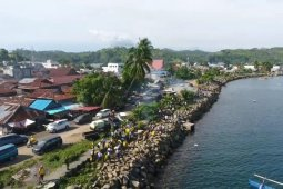 Lantamal VIII Manado gelar bersih-bersih  Pantai Amurang
