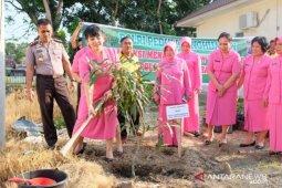 Kapolres bersama Bhayangkari Tanjungbalai tanam 100 pohon