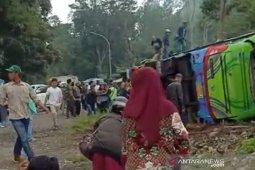 Enam orang tewas dalam kecelakaan bus pariwisata