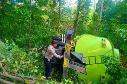 Truk tangki masuk jurang di gunung Paro, sopir meninggal dunia
