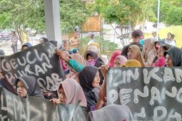 Warga di Aceh Utara unjuk rasa tuntut penangguhan penahanan keuchik