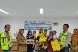 PT Pamapersada Nusantara bantu makanan tambahan balita kurang gizi
