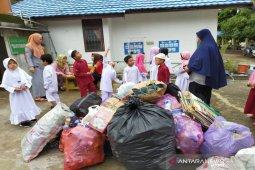 TK Harapan Bangsa SKB Paringin ajarkan anak peduli lingkungan