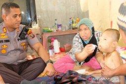 Kapolres Tanjungbalai salurkan bantuan kepada anak penderita tumor