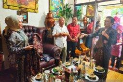 Dekranasda Bali minta motif songket dipatenkan