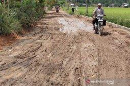 Jalan pedalaman di Aceh Timur rusak parah