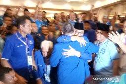 Diwarnai lempar kursi, Zulkifli Hasan terpilih kembali Ketua Umum PAN