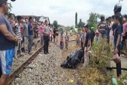 Terobos perlintasan, Yosef dan Heri nyaris tewas diseret kereta api