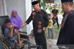 Pemkab Aceh Tengah bantu kursi roda kepada disabilitas