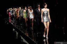 Versace tampilkan kesetaraan gender di pekan mode Milan 2020