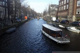Andaikan  sungai Indonesia sebersih kanal-kanal Amsterdam