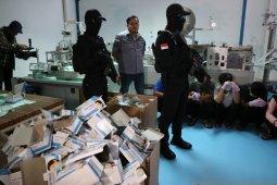 Jakarta police arrest 10 workers for producing fake medical masks