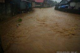 Warga Manokwari siaga antisipasi banjir luapan sungai Wosi