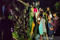 Mopen masuk jurang di Madina, dua meninggal dunia, 22 luka-luka