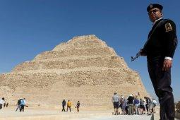 Saat kosong kunjungan turis,  piramida Mesir didesinfektan