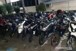 Polisi amankan puluhan sepeda motor terlibat balapan liar di Ambon