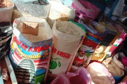 Bulog Maluku pasok 1.000 ton beras dari Surabaya