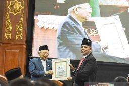 Wapres KH Ma'ruf Amin merendah saat terima gelar Bapak Ekonomi Syariah Indonesia