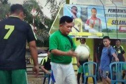 Al Haris tak lupakan hobi sepak bola