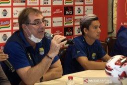 Pelatih Persib Bandung Robert Rene Alberts rindu suasana stadion