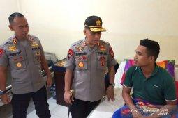 Kapolda Maluku jenguk personel Brimob korban pembacokan warga