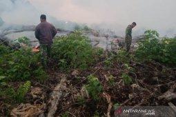 Prajurit TNI optimalkan pemadaman lahan gambut di Aceh Jaya