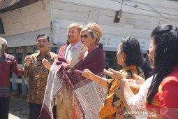 Raja dan Ratu Belanda mendapat hadiah