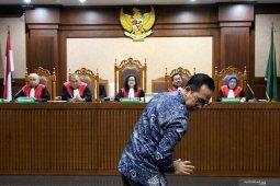 Adik mantan Gubernur  Atut Chosiyah, Wawan dituntut 6 tahun penjara